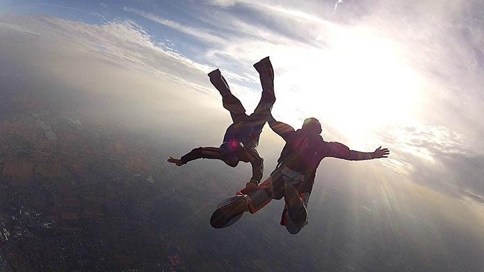 Skok spadochronowy nad morzem
