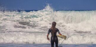 Jaką deskę surfingową wybrać dla początkujących