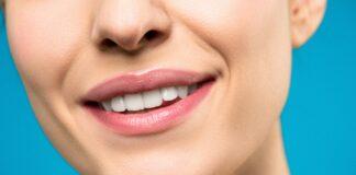 czy czarna pasta do zębów z węglem działa?