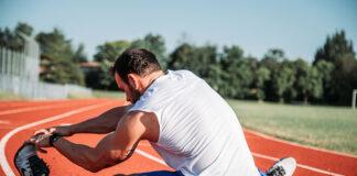 Personalizacja i wysoka jakość, czyli na co zwrócić uwagę wybierając strój sportowy